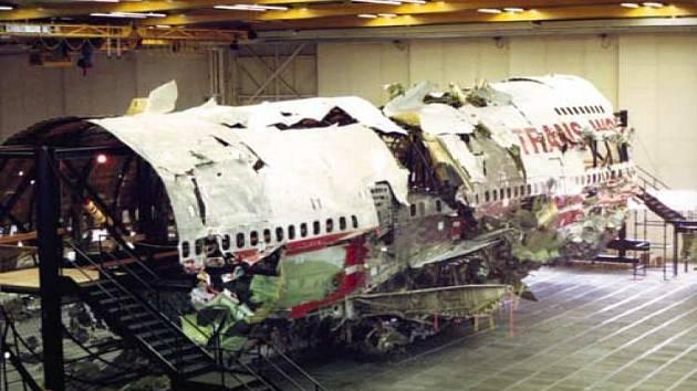 Torzo letadla Boeing 747-100 společnosti TWA. Let 800 skončil tragicky, výbuchem nad Atlantickým oceánem. Zemřelo 230 lidí.