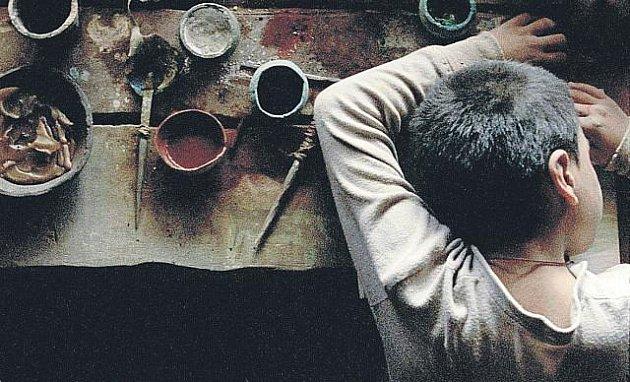 Aureliano (Memo Dorantes) nesmí opustit dům, a tak utíká do světa svých kreseb.