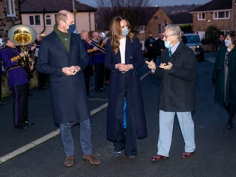 Princ William a vévodkyně Kate navštívili při svém turné Komunitní centrum v Batley a s dobrovolníky probírali aktuální pandemickou situaci.