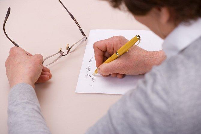 Závěť můžete sepsat ručně a opatřit ji jen datem a podpisem.