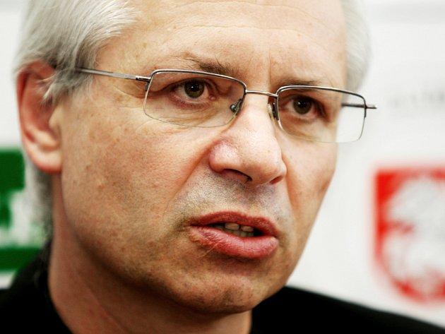 Novým trenérem hokejových Pardubic byl jmenován Václav Sýkora.