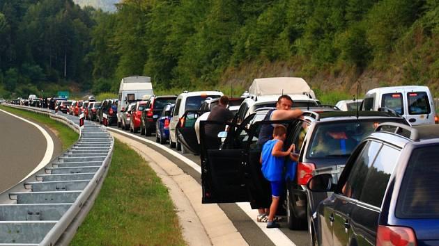 Kolona před slovinsko-chorvatskou hranicí