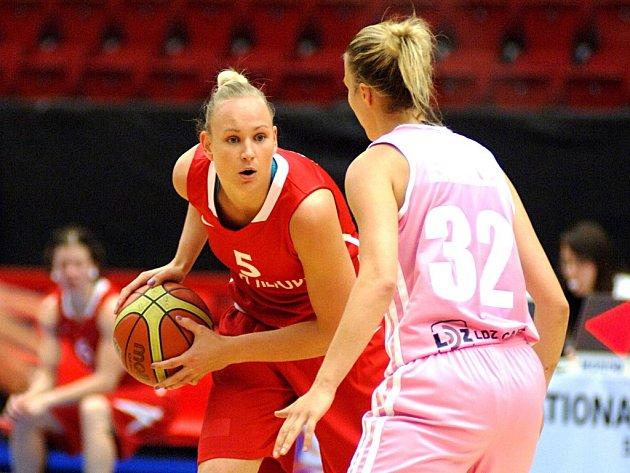 Michaela Zrůstová-Stejskalová (vlevo) v zápase české reprezentace.