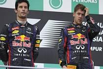 Napětí mezi jezdci Red Bullu. Mark Webber (vlevo) se nechtěl se svým kolegou Sebastianem Vettelem po GP Malajsie bavit.