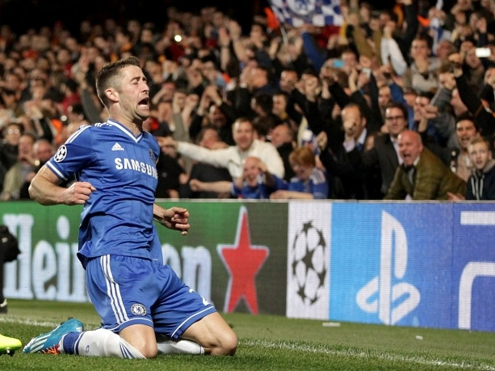 Gary Cahill z Chelsea se raduje z gólu proti Galatasarayi.
