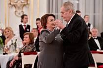 Prezident Miloš Zeman a jeho manželka Ivana tančí na charitativním plesu, který uspořádali 10. ledna 2020 ve Španělském sále Pražského hradu