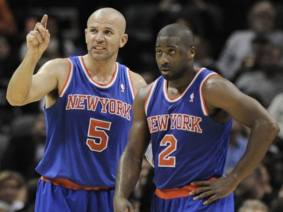 Basketbalisté NY Knicks Raymond Felton (vpravo) a Jason Kidd.