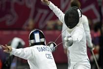 Moderní pětibojařka Natálie Dianová (vlevo) na olympijských hrách v Londýně.