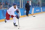 Pavel Lebeda pálí na trénink hokejové reprezentace před olympijským startem turnaje.