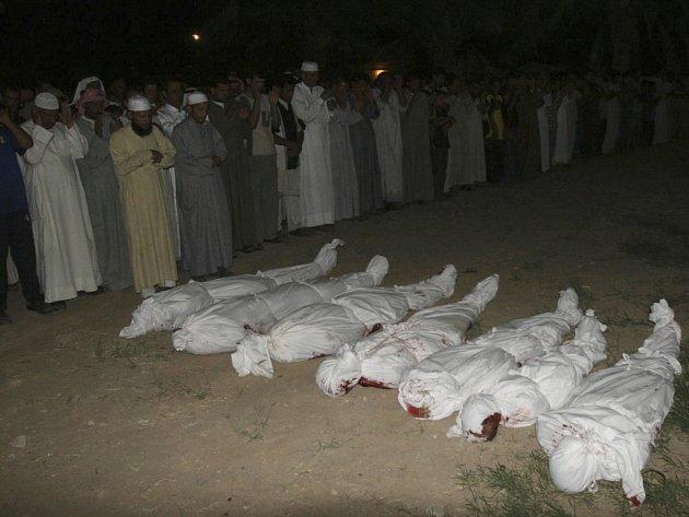 Životy osmi civilistů si vyžádal útok americké helikoptéry na vůz u města Bajdži.