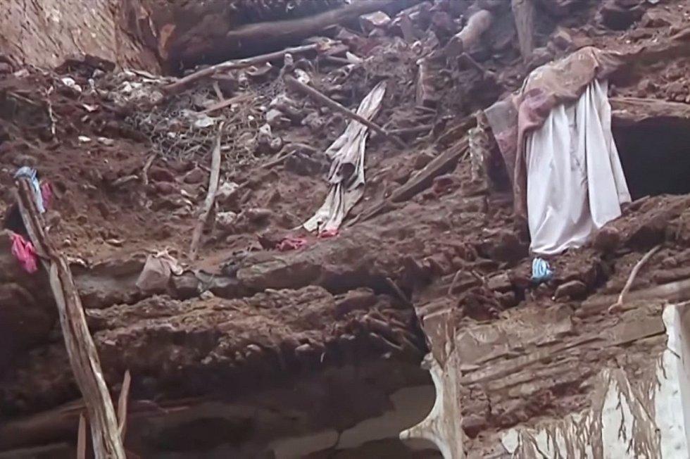 Podle oficiálních zdrojů zahynulo od poloviny července v důsledku povodní nejméně 172 lidí