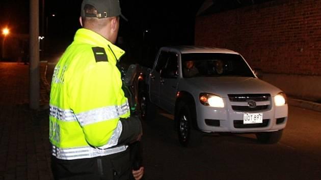 """Z kolumbijského vězení byl v úterý večer po 22 letech propuštěn nejobávanější nájemný vrah někdejšího narkobarona Pabla Escobara John Jairo Velásquez, řečený """"Popeye"""" (Pepek)."""