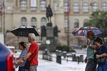 Bouřka s přívalovým deštěm v Praze
