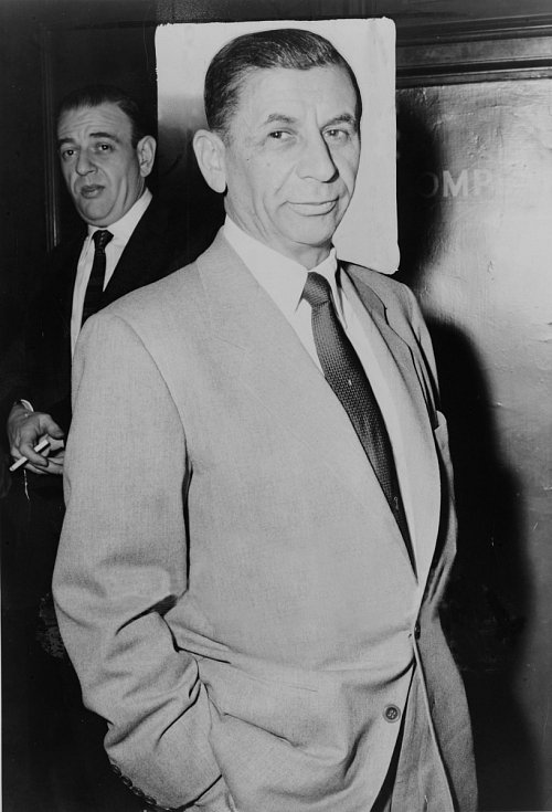 Meyer Lansky, blízký spolupracovník slavných gangsterů Lucky Luciana a Bugsyho Siegela, prý kradl Kennedymu zásilky