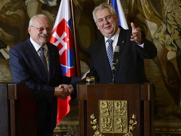 Prezident Miloš Zeman a slovenský prezident Ivan Gašparovič.