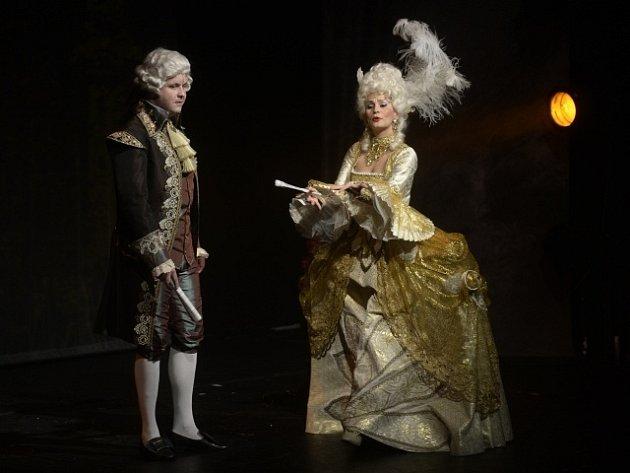Monika Absolonová v roli Marie Antoinetty a Michal Novotný coby Ludvík XVI.