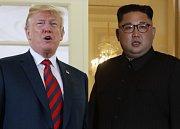 Donald Trump (vlevo) a Kim Čong-un.