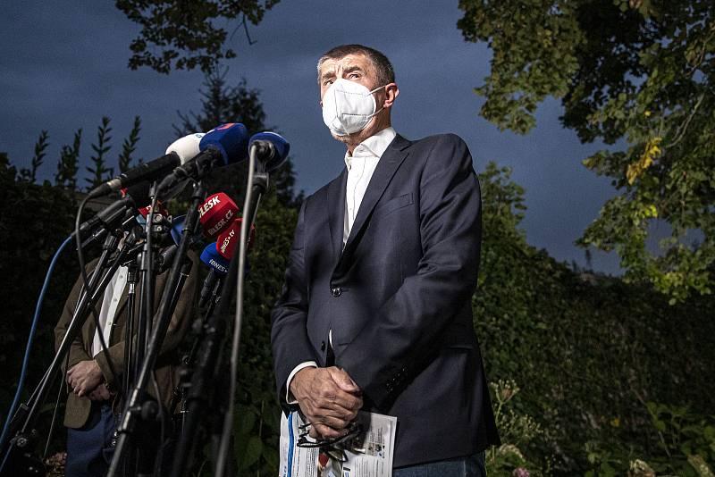 Premiér Andrej Babiš na tiskové konferenci k výsledkům krajských a senátních voleb v Průhonicích.