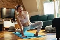 Hormonální jóga zpomaluje stárnutí, zlepšuje kvalitu vlasů, pleti i nehtů a snižuje také obvod v pase