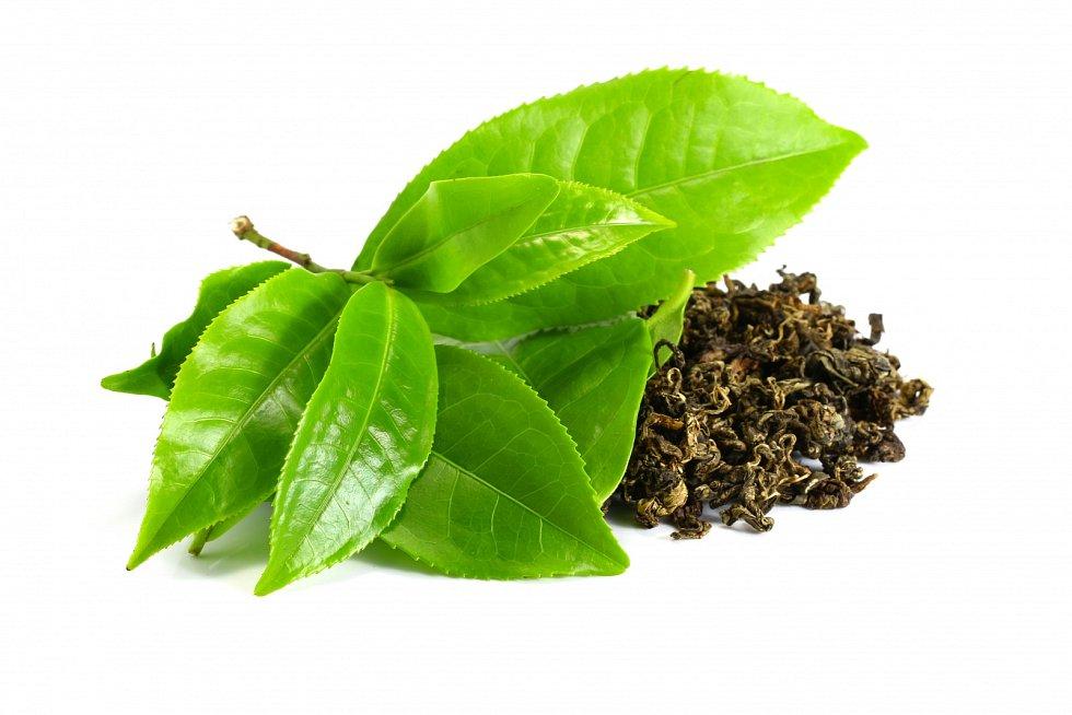 Pocelý den dodržujte pitný režim. Zařaďte také pravidelně kvalitní sypaný zelený čaj, který urychluje spalování, vylučuje škodlivé zplodiny ztěla.