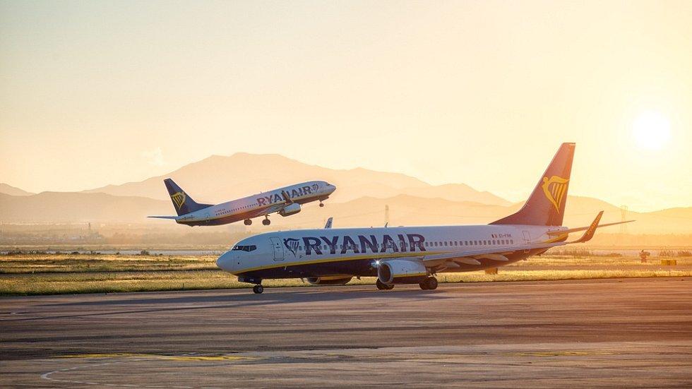 Letadla společnosti Ryanair na letišti v italském Cagliari.