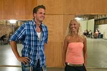 Úspěšný taneční projekt se tak i letos vrací ve své již šesté sérii, která se poprvé přihlásí o slovo v sobotu 2. listopadu. Na snímku Ondřej Brzobohatý se svou taneční partnerkou.