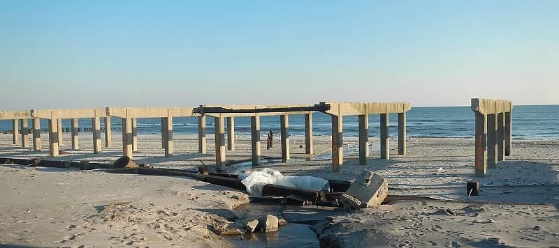 Škody, které způsobil na newyorském Long Islandu v roce 2012 hurikán Sandy. Stejný přírodní živel řádil i na ostrově Oak Island.
