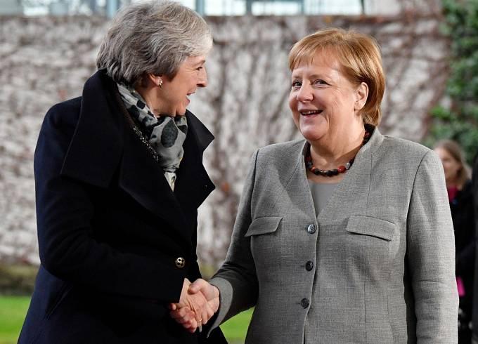 Theresa Mayová a Angela Merkelová