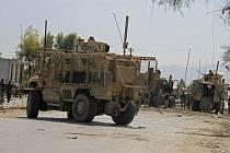 Američtí vojáci ve městě Dželálábád, kde sebevražedný atentátník islamistického hnutí Taliban zaútočil na konvoj NATO.