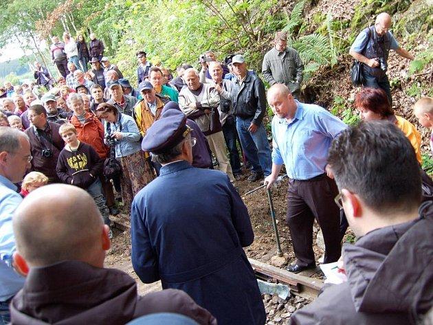 Akce v Dolní Poustevně, kde zastánci česko-německé železnice vytvořili lidský řetěz