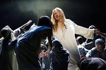 S postavou Ježíše v muzikálu Jesus Christ Superstar zpěvák Kamil Střihavka dokonale srostl.