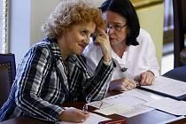 Vlasta Parkanová a Miroslava Němcová ve sněmovně.