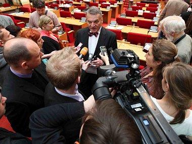 Pražští zastupitelé rozhodli ve čtvrtek 23.května o odvolání primátora Bohuslava Svobody.