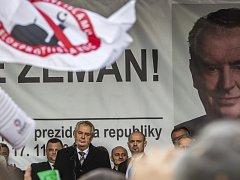 Miloš Zeman při projevu na pražském Albertově. 17.listopadu 2015.