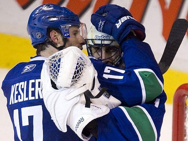 Hokejisté z Vancouveru vyhráli první bitvu s Nashvillem zejména díky skvělému Luongovi.