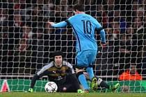 Arsenal - Barcelona: Lionel Messi pokořil Petra Čecha