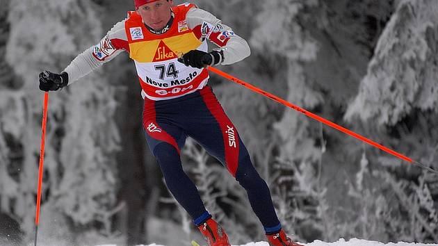 Lukáš Bauer si běží pro vítěztsví v prologu Tour de Ski.