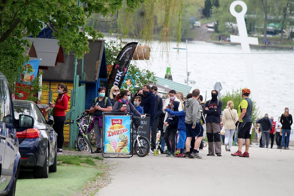 Brněnská přehrada loni na konci dubna po rozvolnění opatření