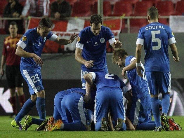 Fotbalisté Liberce se radují z gólu proti Seville.