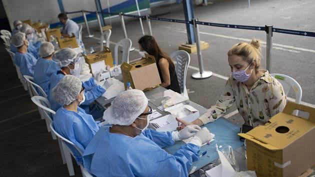 Testovací místo na nákazu koronavirem v brazilském Riu de Janeiro, 17. července 2020