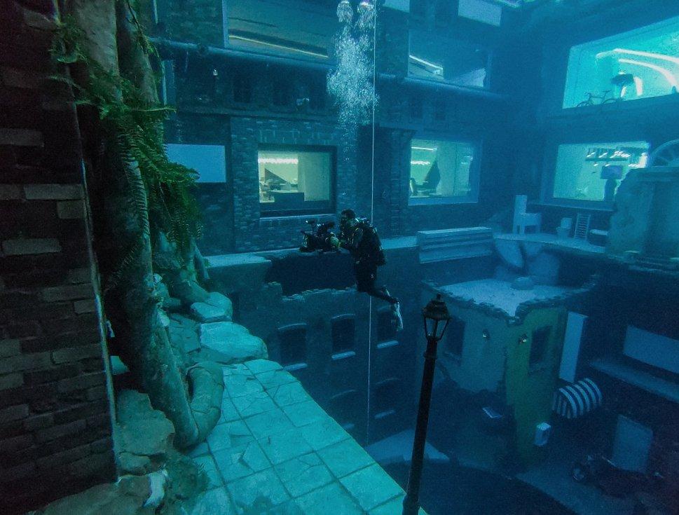V Dubaji otevřeli nejhlubší bazén na světě