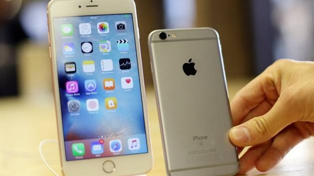 iPhone 6s (vpravo) a iPhone 6s Plus.