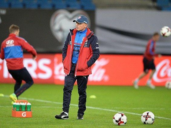 Trenér Karel Jarolím na tréninku reprezentace