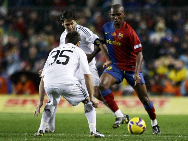 Samuel Eto´o (napravo) ještě v dresu španělské Barcelony.