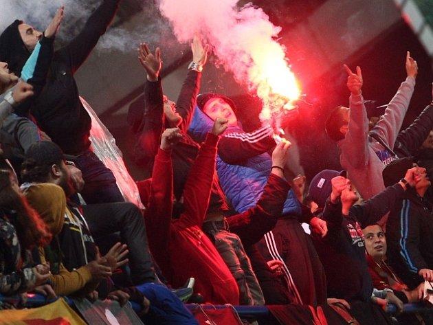 Fanoušci při zápase Černá Hora - Rusko