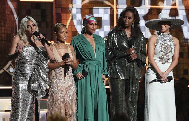 Lady Gaga, Jada Pinkett Smithová, Alicia Keysová, Michelle Obamová a Jennifer Lopezová