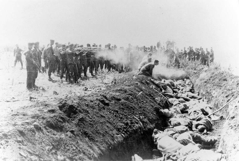Hromadná poprava sovětských civilistů v roce 1941