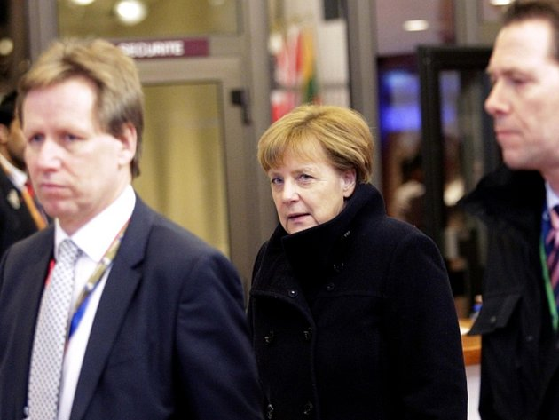 Německá kancléřka Angela Merkelová rokování dost, vzala si kabát a zamířila k pouličnímu stánku s hranolky.