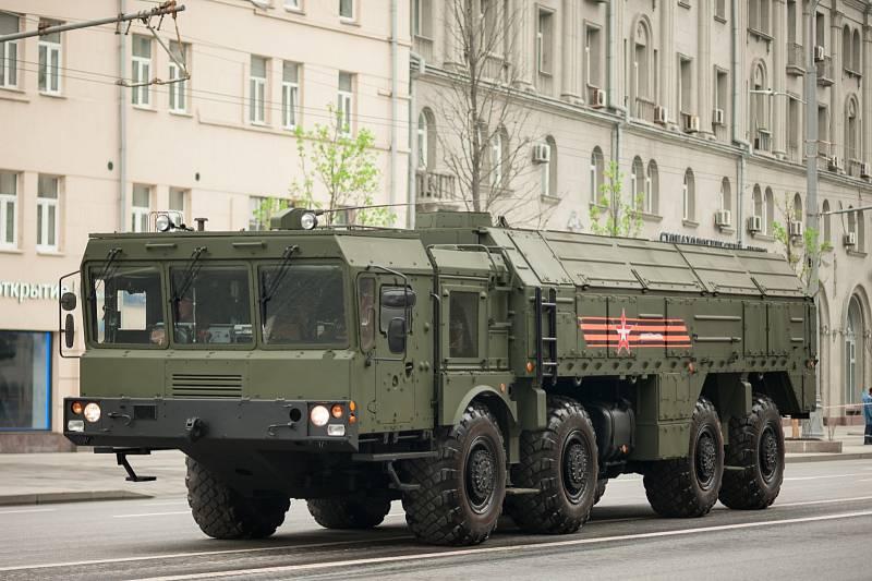 Mobilní balistický systém 9K720 by měl v ruské armádě do roku 2020 nahradit zastaralý taktický operační raketový komplex Točka. Byl vyvinut v roce 2006 a Rusové jej nasadili během občanské války v Sýrii.