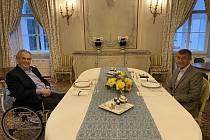 Prezident Miloš Zeman (vlevo) se sešel 2. srpna 2021 na pracovním jednání v Lánech s premiérem Andrejem Babišem